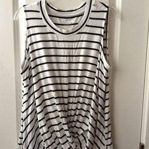 LOFT OUTLET Drapey Twist T-Shirt Sz M